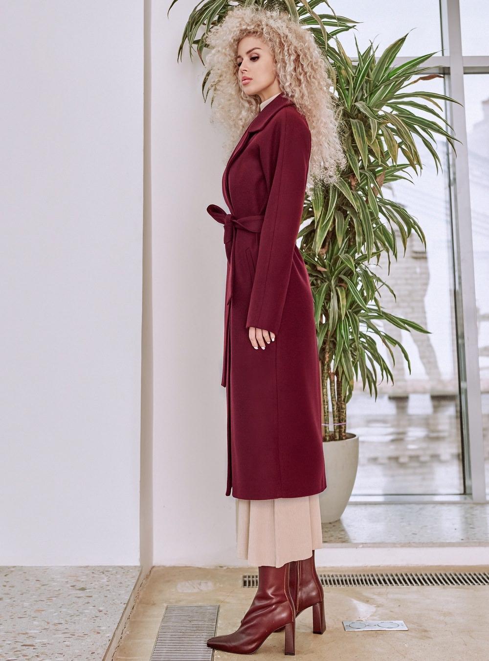 Бордовое пальто реглан