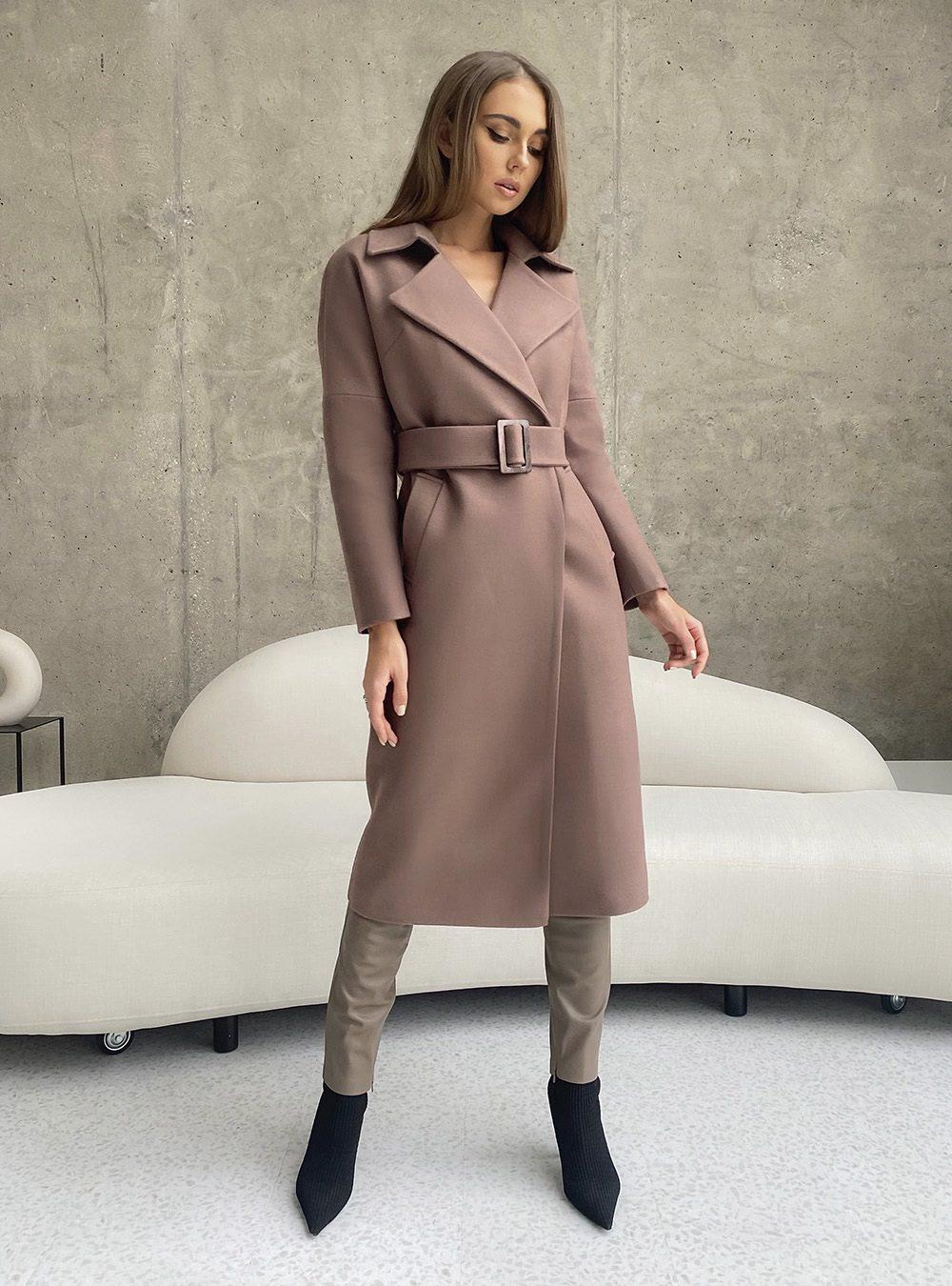 Пальто со спущенным плечом розовый капучино