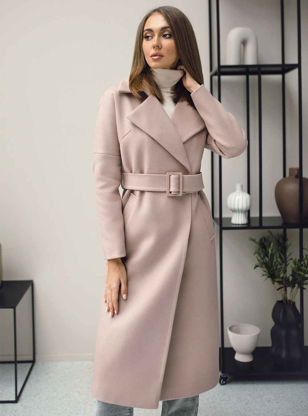 Пальто со спущенным плечом пудра